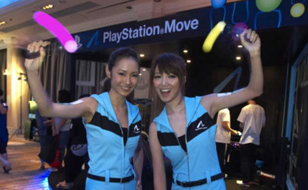 PlayStation Move Outselling Kinect 2:1