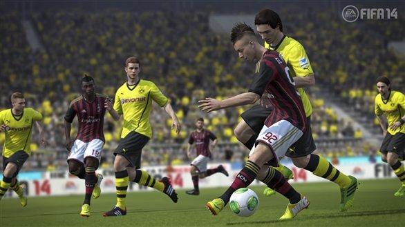 fifa14_ps3_jostle_for_ball_wm_resize