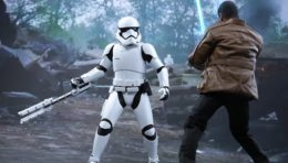 Star Wars: The Force Awakens Riot Control Storm Trooper Hot Toys Figure