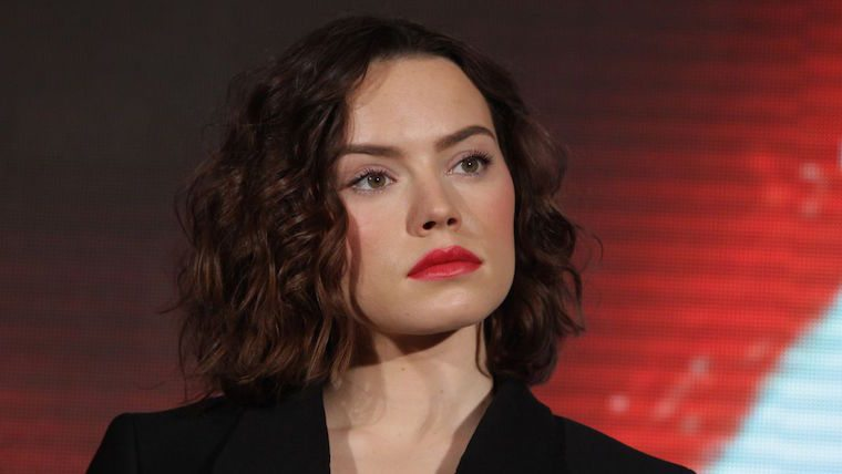 daisy-ridley-at-star-wars-the-force-awakens-press-conference-in-seoul-12-09-2015_3