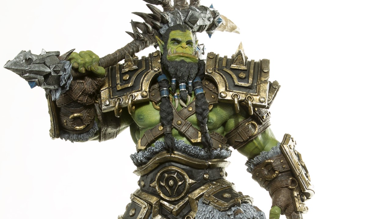 wow-thrall-statue-1