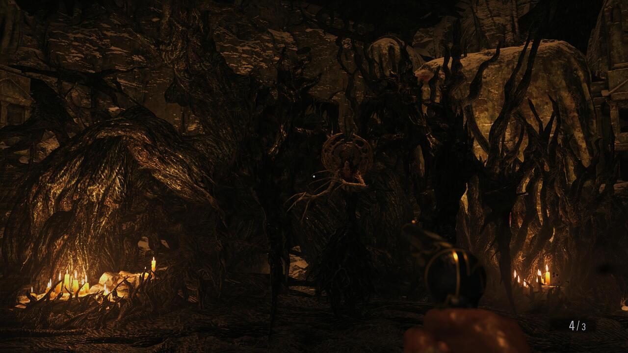 Resident-Evil-Village-Mother-Miranda-Boss-Fight